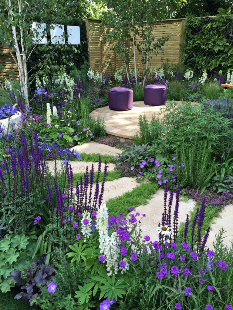 backyard-garden-walkway