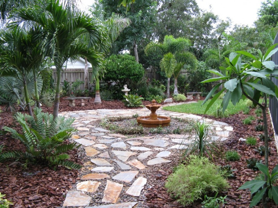 backyard-garden-walkway